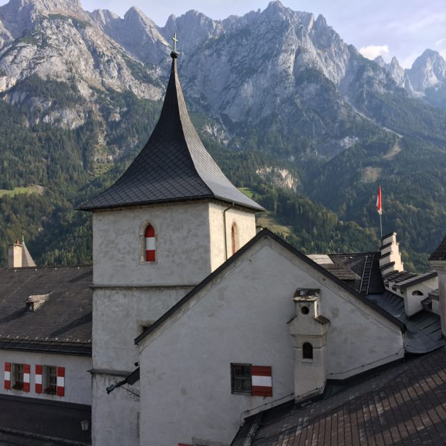 fortress Hineinwerfen to the mountains